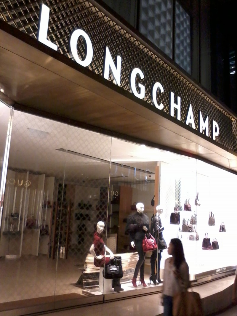 HK_Central_nigt_Queen's_Road_8_Ice_House_Street_shop_LongChamp_Oct-2012_(1)