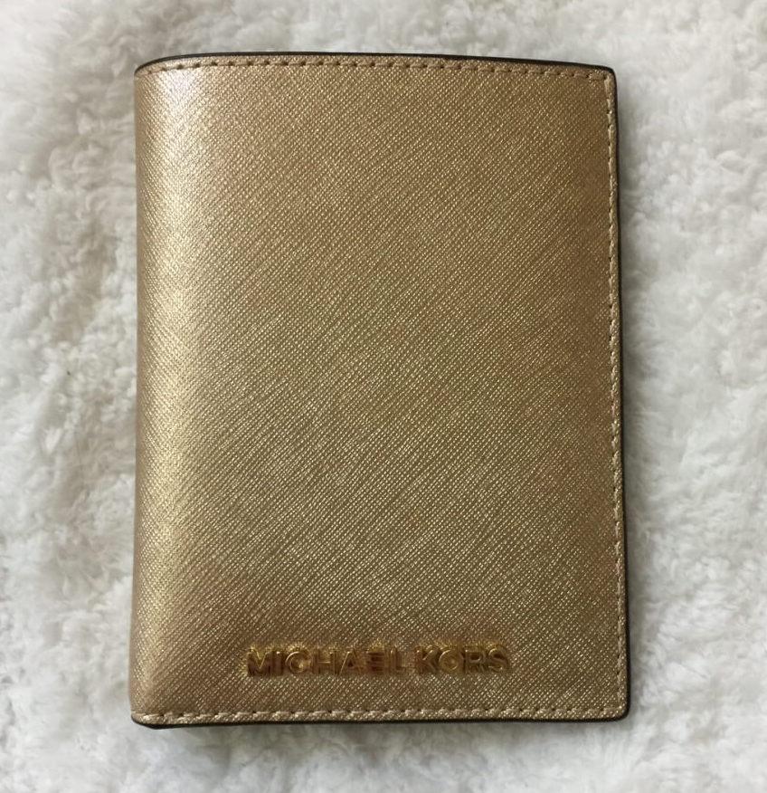 michaelkors-passport-wallet-gold-saffiano-front1