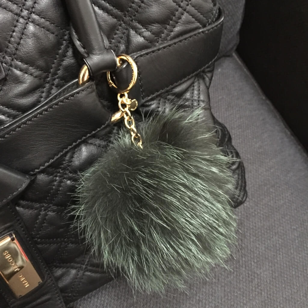 michaelkors-pompom-green-fox-fur-bag-charm-marc-jacobs5