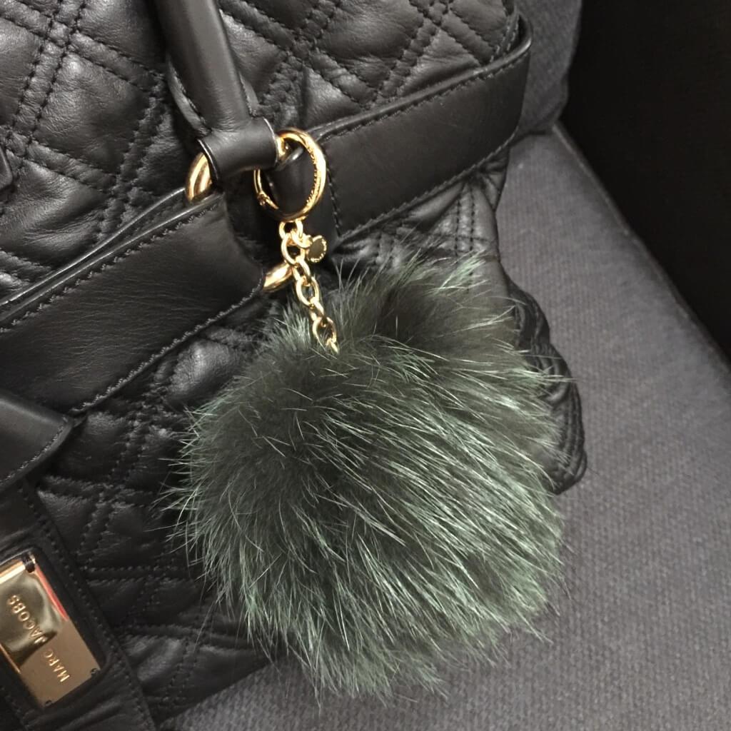 michaelkors-pompom-green-fox-fur-bag-charm-marc-jacobs5