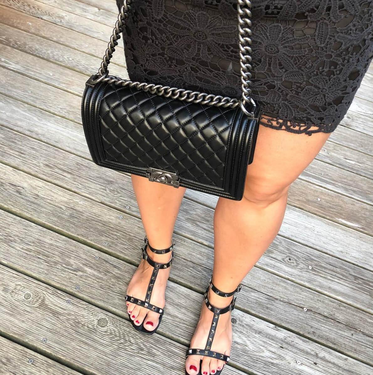 chanel boy bag in black