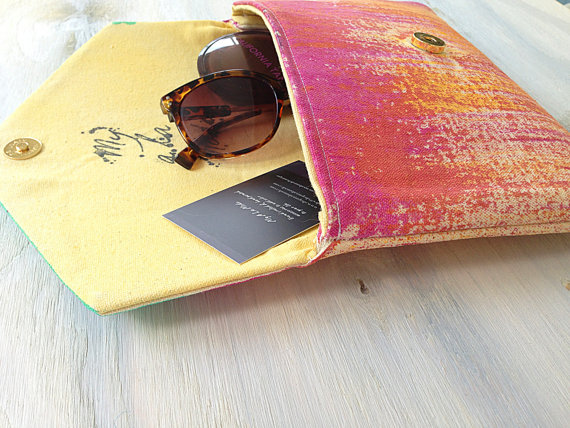 Color Clutch Open Side