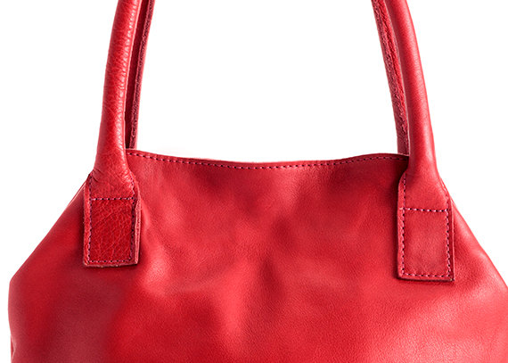 Red Tote Close