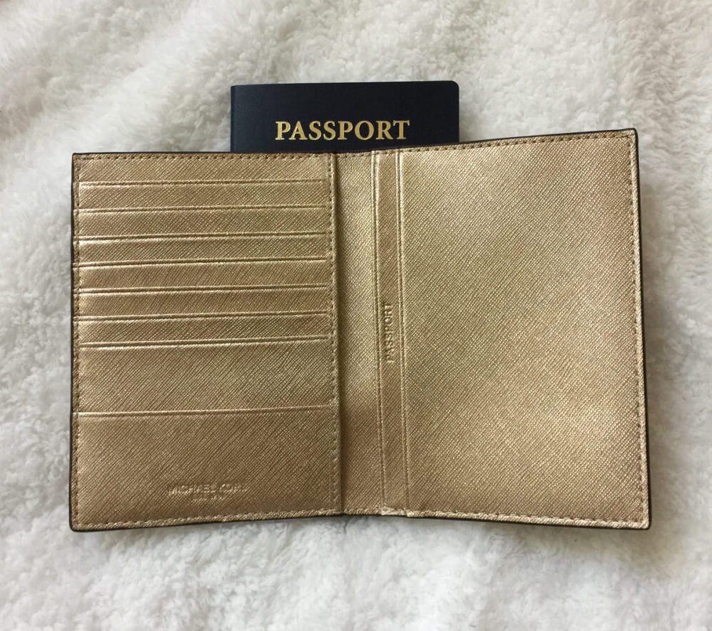 michaelkors-passport-wallet-gold-saffiano-inside2