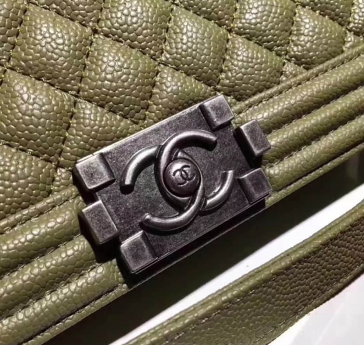double c Chanel graphic clasp